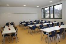 Im Zuge des Neubaus der Turnhalle entstand im Neubau der Speiseraum mit neuer Küche.