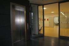 Auch einen Fahrstuhl gibt es jetzt an unserer Schule...