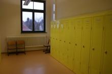 Die Garderobenräume reichen für fast alle Klassen.