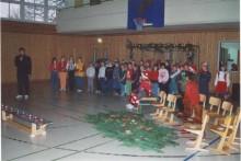 Weihnachtssingen mit dem Schulchor unter der Leitung von Frau Heyden