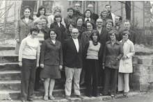 Lehrer auf der Sportplatztreppe 1974